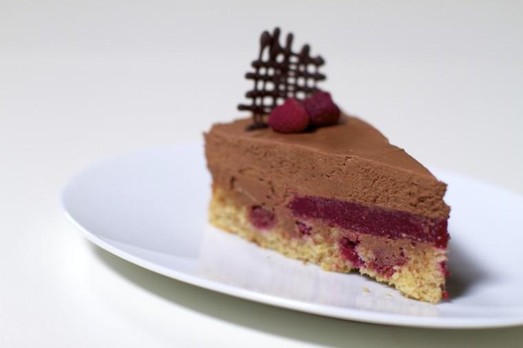 cokoladnamoussetortaszeleomodmalina3-1024x682