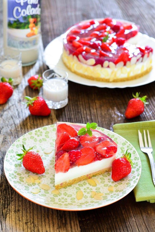 566. Prefina torta s malinama, jagodama i likerom od kokosa1-2