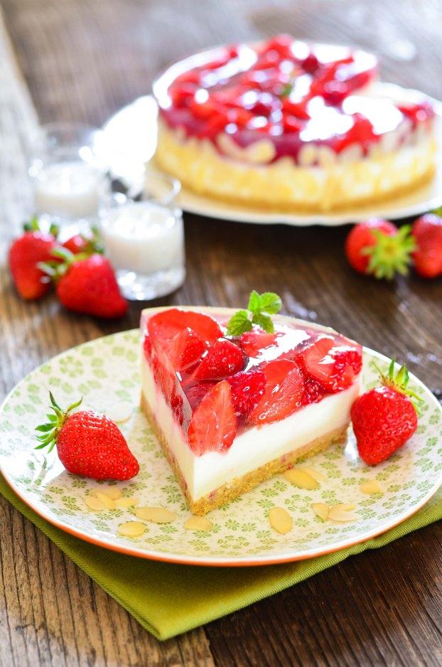 566. Prefina torta s malinama, jagodama i likerom od kokosa2-2