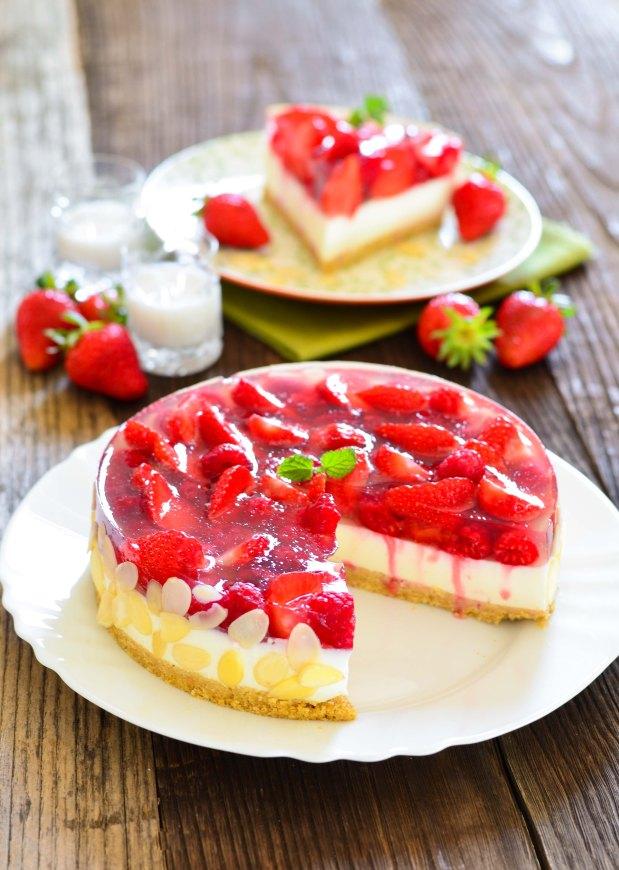 566. Prefina torta s malinama, jagodama i likerom od kokosa3-2