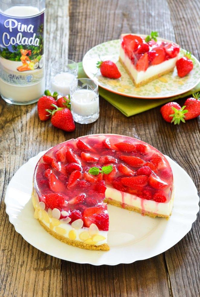 566. Prefina torta s malinama, jagodama i likerom od kokosa3a-2