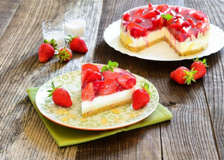 566. Prefina torta s malinama, jagodama i likerom od kokosa5-2